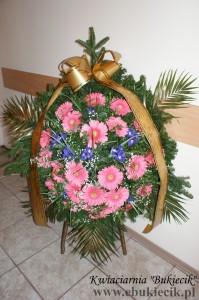 wieniec pogrzebowy z różowej gerbery i irysa